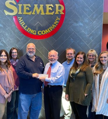 Siemer Milling Donates to United Way of Effingham County