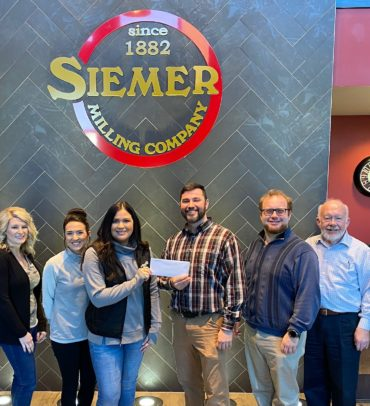 Siemer Milling Company Donates to United Way of Effingham County