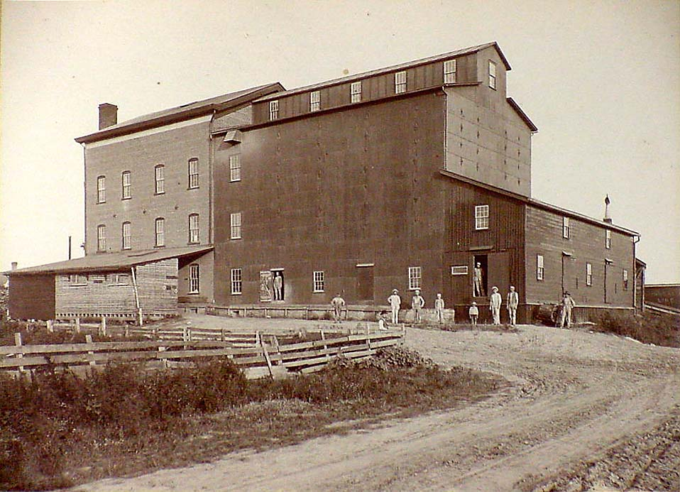 Siemer Milling Company was first established on November 6, 1882 in Teutopolis Illinois under the name Hope Mills, Uptmor & Siemer, Proprietors.